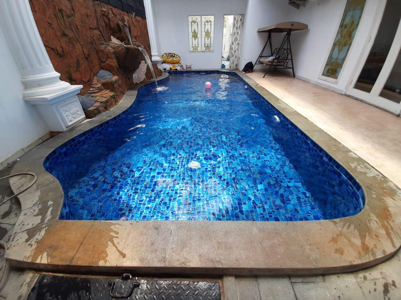 salah satu kolam renang minimalis klien yang dibuat oleh team sriwijaya pool