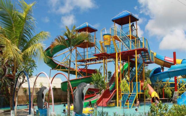 kolam renang waterpark